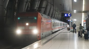 traveling-alone-04.jpg